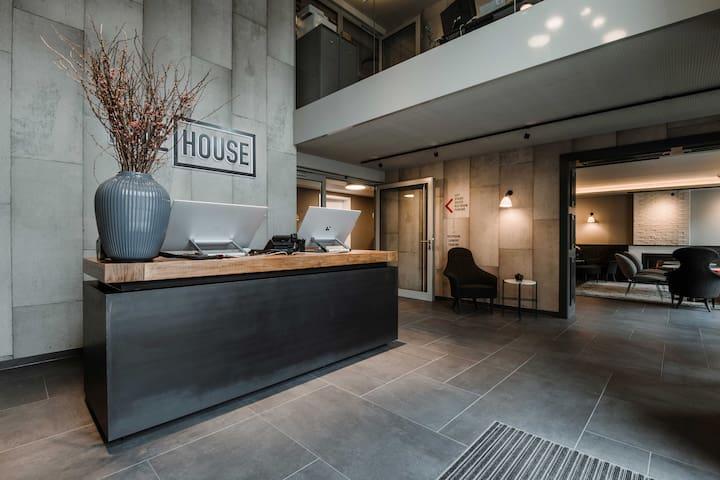 TIMEHOUSE Smart Studio