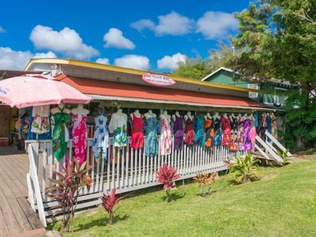 One of many Boutique shops by Kalapaki beach