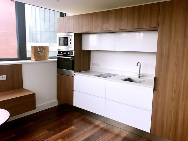 Modern Central London Apartment Swiss Cottage