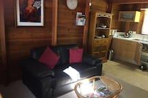 Cedar Loft Cabin Lounge room