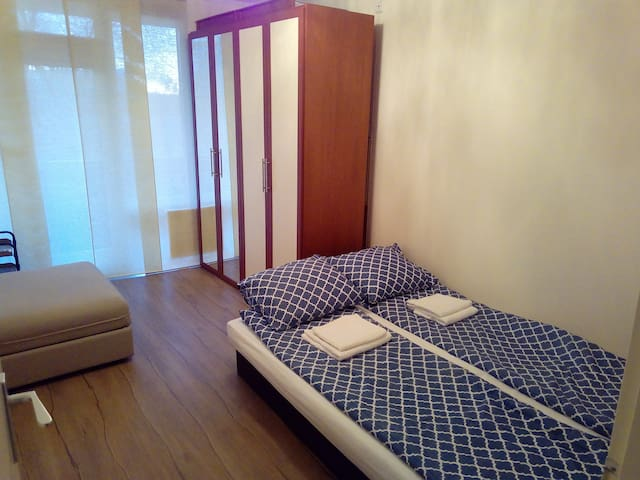 Clean room Amsterdam.metro 3min walk.Free parking