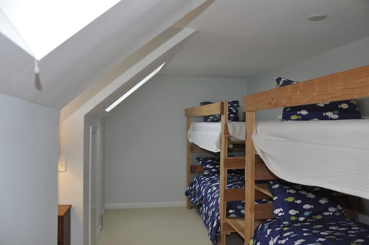 BR #4 - 4 Bunk Beds!