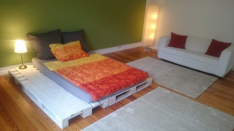 Bright, huge room on the border of Friedrichshain!