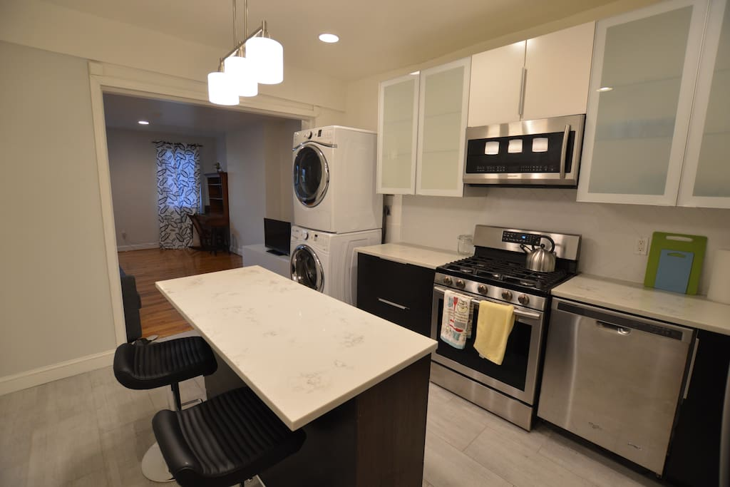 Spacious, modern kitchen with W/D