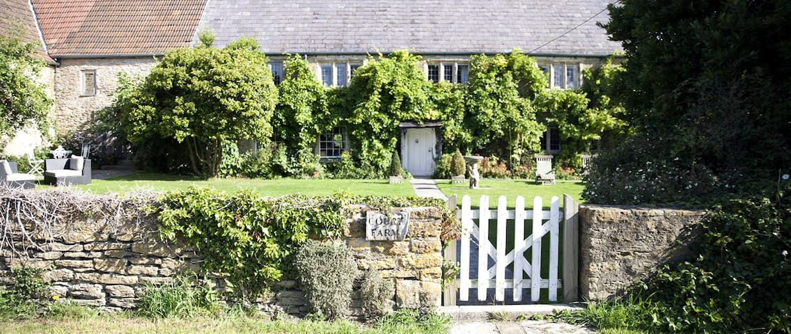 Court Farm Standerwick nr Bath (Sleeps 10-14) - Standerwick - Casa