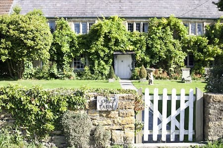 Court Farm Standerwick nr Bath (Sleeps 10-14) - Standerwick - Rumah