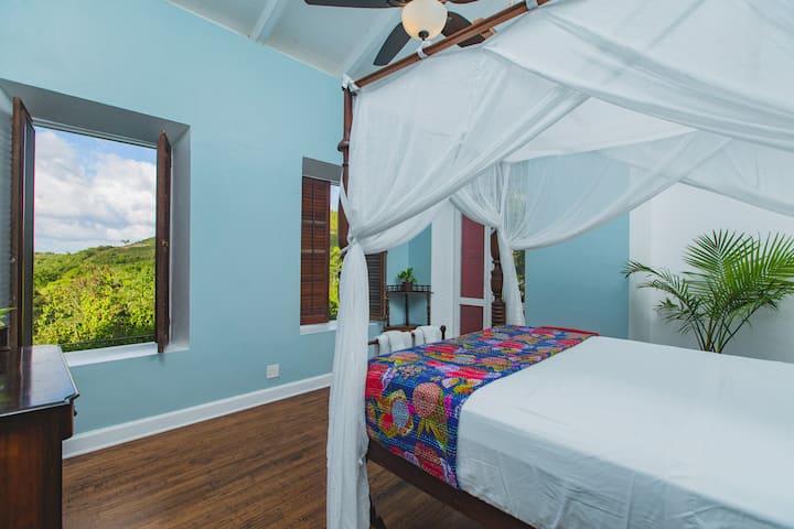 Ocean View Queen Room @ Feather Leaf Inn