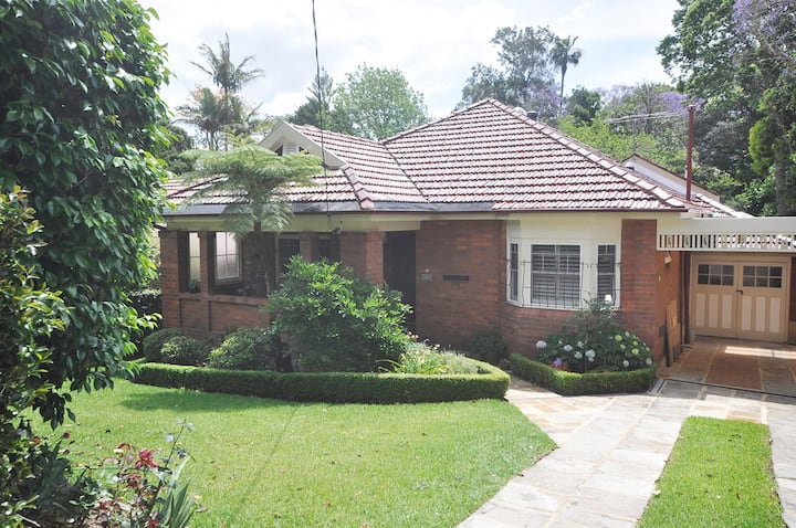 """Camellia Grove"" -Tranquil Lindfield Home."