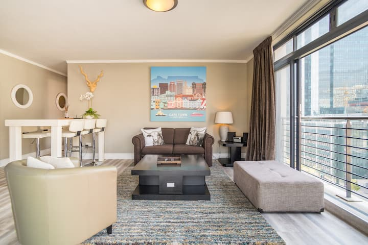 CENTRAL CAPE TOWN APARTMENT ❤️ TABLE MOUNTAIN VIEW