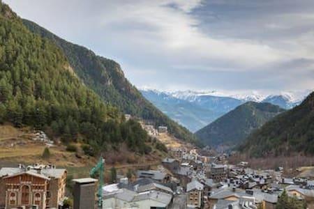El Bosc, a pie de pistas con balcon y vistas