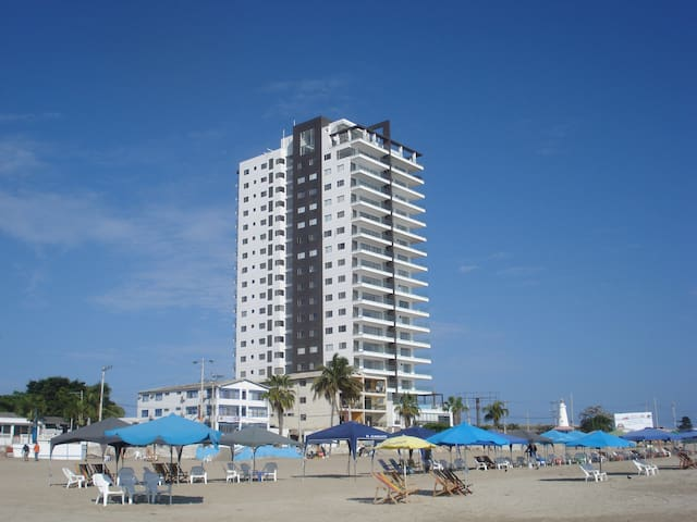 New luxury 3 BR condo on the beach - great views - Salinas - Apartamento