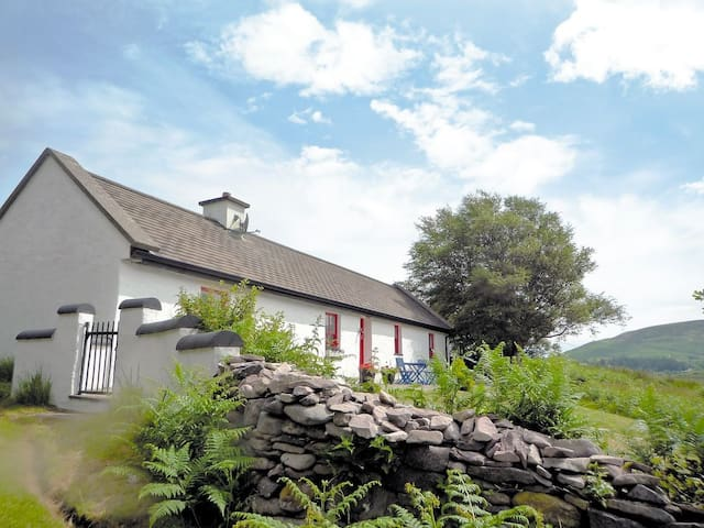 Hollyberry Cottage (W6830)
