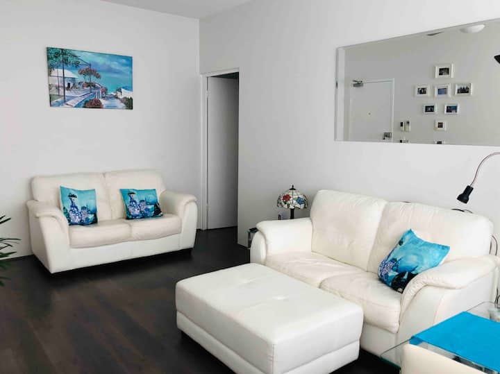 Sans Souci 2 bed unit, 200 Mtrs to Beach, parking