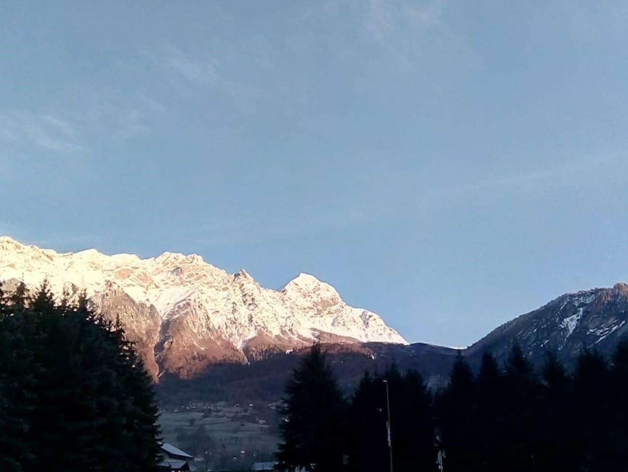Le mont Charvin vu depuis la maison.
