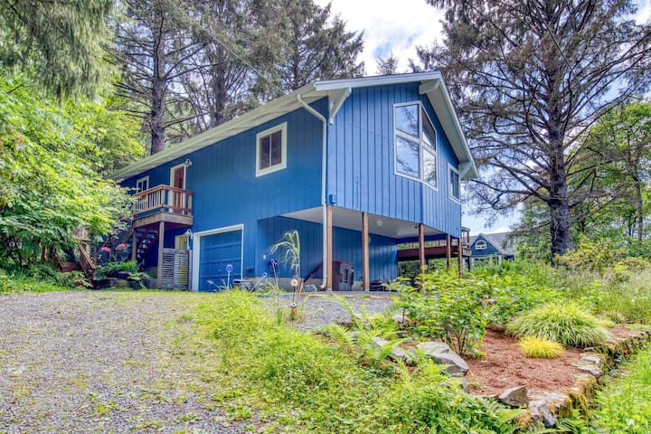 Spacious, dog-friendly home with modern comforts - 1/4 mile to beach!