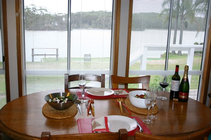 The Cottage, Waterfront Paradise - Lake Conjola - Hus