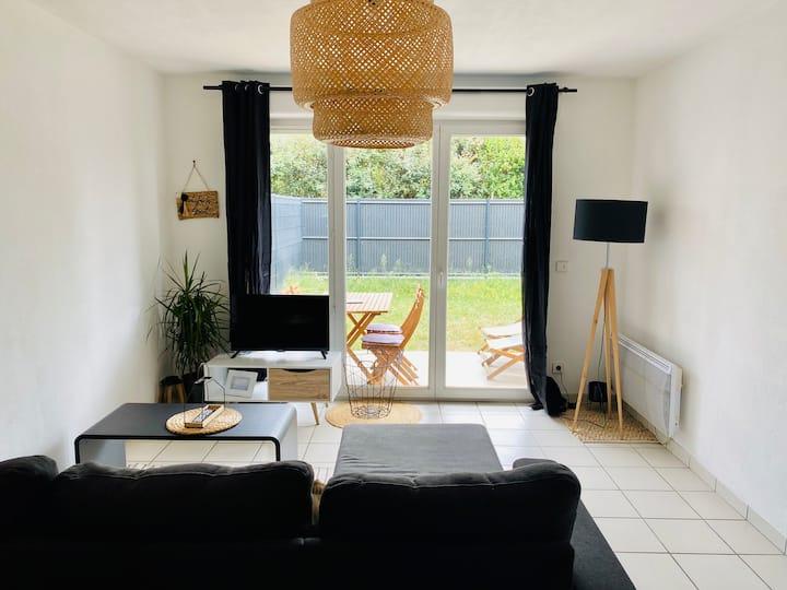 Appartement T2 au calme avec piscine et jardinet !
