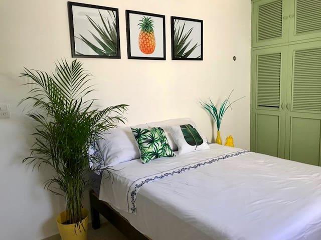 >Private Room PIÑA< WIFI+Air Conditioner+Terrace