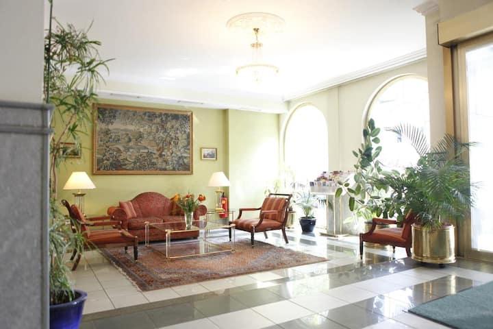 Eloquent & homey room close to Spittelau (ANA Gala