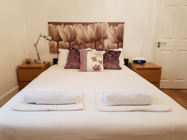 Deluxe Double Room in a lovely Victorian House.