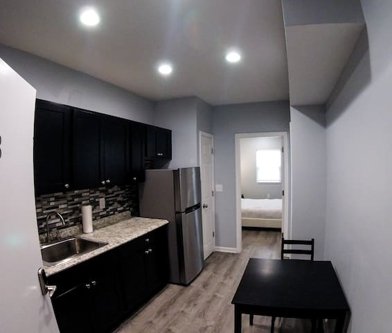 Apt 8 Bloomfield / Lawrenceville private mini 1 br