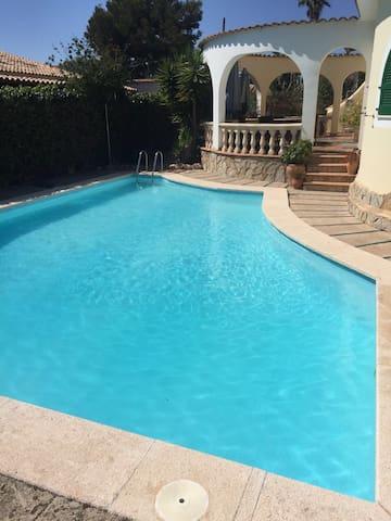 Freistehendes Haus mit Pool,Garten. - Cala Mendia - Casa