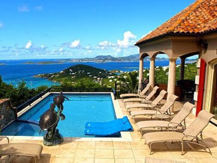Luxury Villa Rapture, A covered deck, pool 5-6ppl