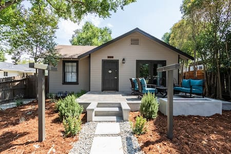 Walk DOWNTOWN! High-end remodel w porch/2 firepits
