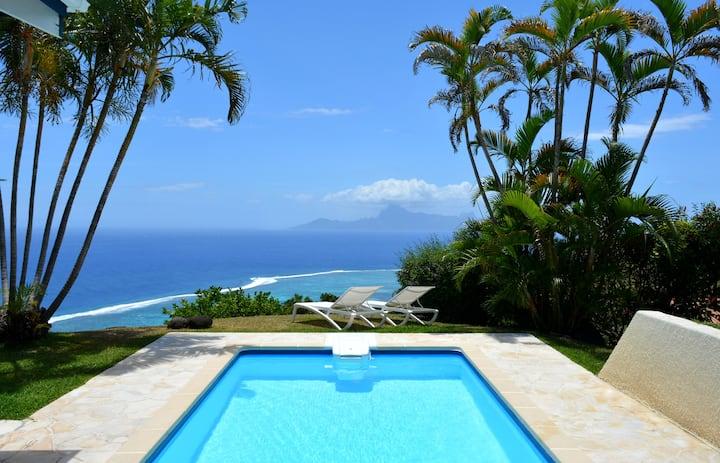 Вилла Тиаре с бассейном и видом на море