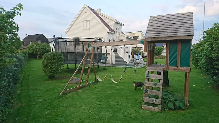 2 Bed Family House with large garden Stavanger