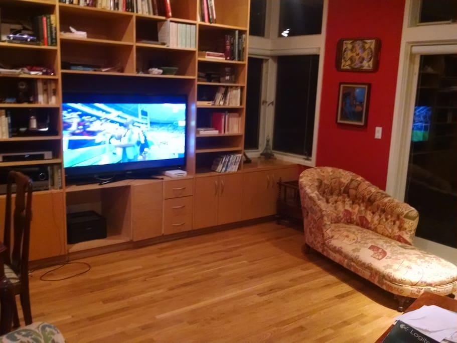 Big screen TV, Strong WiFi