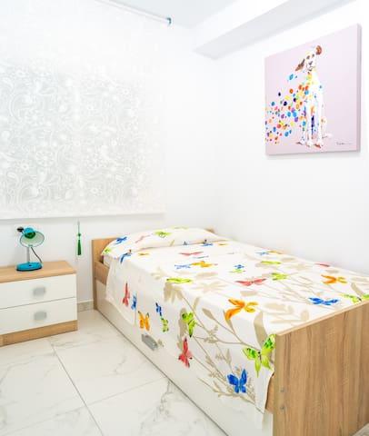 Habitación pequeña  Fotos de http://dodekstudio.com/