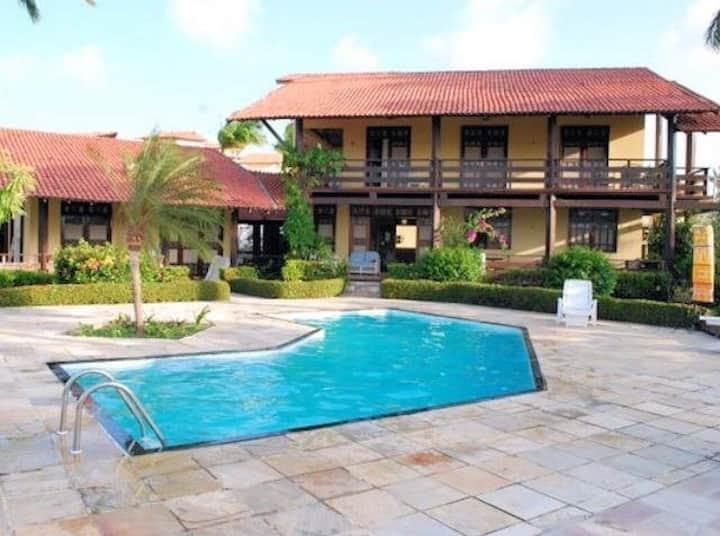 Casa piscina e Jacuzzi, churrasqueira e 4 suítes.
