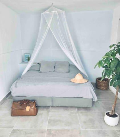 Habitación con cama matrimonial 180/200cm  King bed