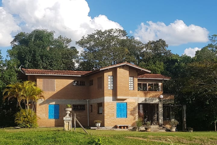 Casa de Campo em Ibiúna próximo à Estrada do Vinho