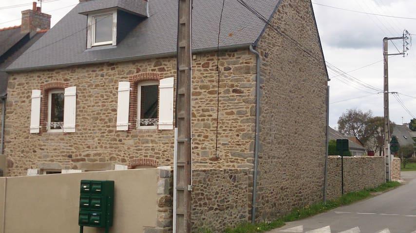 Chez Stéphane et Chantal: la différence démontrée! - Saint-Briac-sur-Mer - Rumah