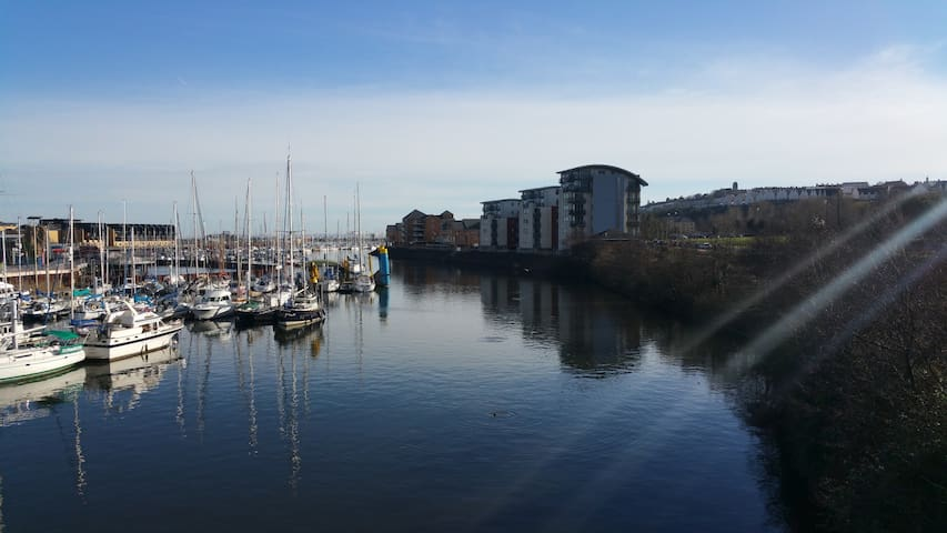 Waterfront location - Easy access to Rugby stadium