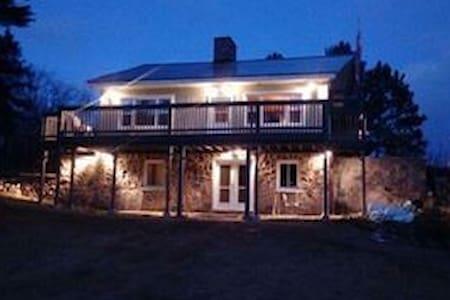 Gun Mountain Waterfront Lodge