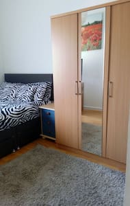 Spacious dbl room with own bathroom - Apartment