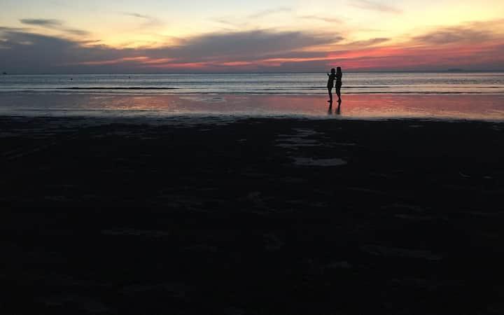 5 mins walk to the family beach / Feel like home