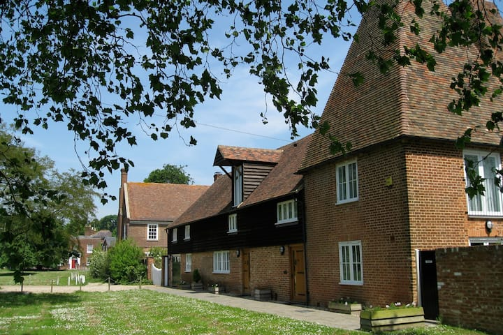 The Oast- Riverside property, sleeps 8, Canterbury