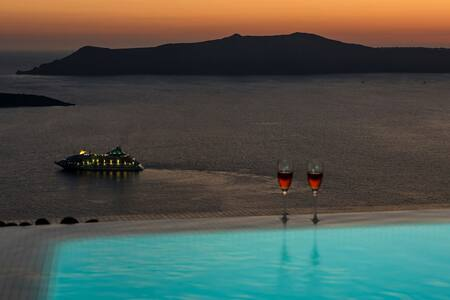 GRSTSAN303-2 Superior Suite in Santorini - Oia - Bed & Breakfast