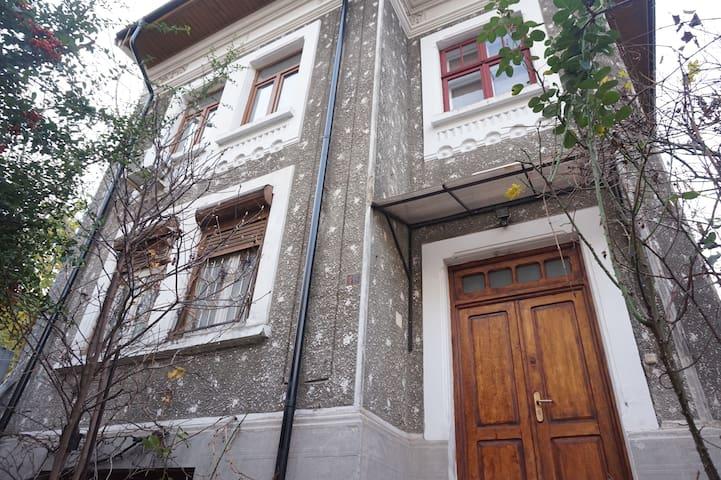Villa&garden in best neighbourhood - București - House