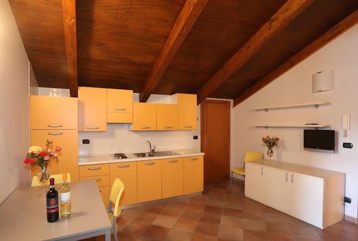 Terrazza Boschetti Gomba - Appartamento Giallo