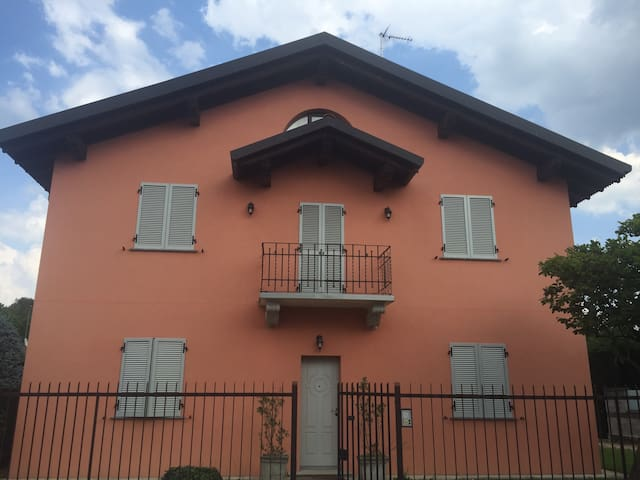 2 rooms green surroundings 8km to Como/Cassina Riz - Ronco Vecchio - Hus