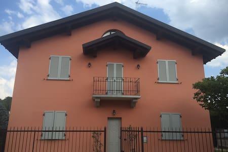 2 rooms green surroundings 8km to Como/Cassina Riz - Ronco Vecchio - Haus