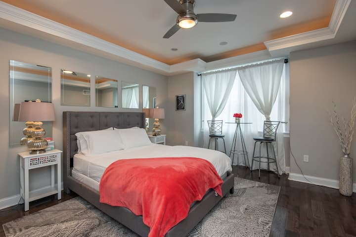 Romantic & Luxurious Guest Suite in Brewerytown