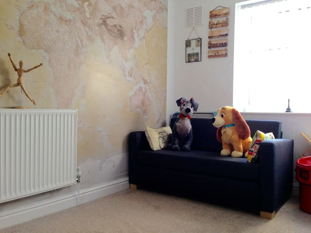 Cosy room close to Trafford Centre on ring road - Eccles - Casa