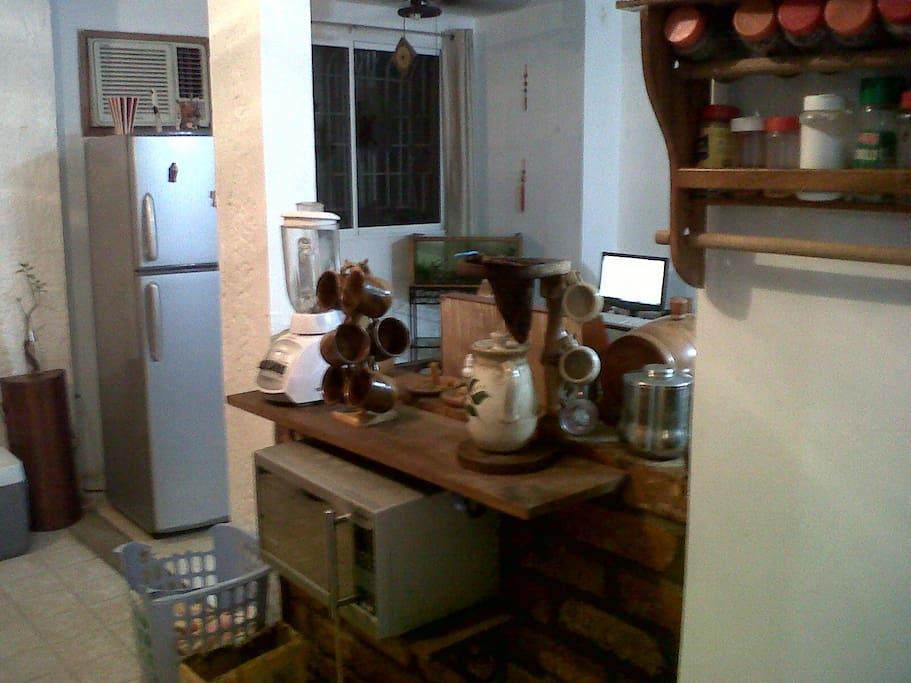 Parte opuesta del bar hacia el interior de la cocina