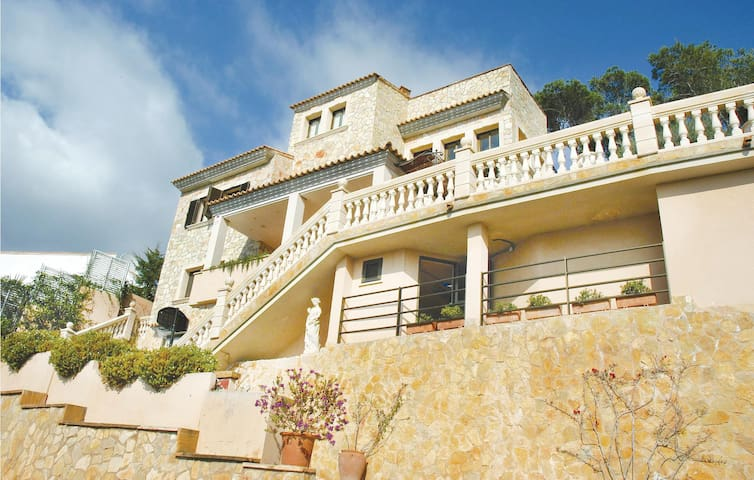 Holiday cottage with 5 bedrooms on 220 m² in Port Andratx